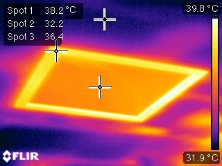 Thermal bridging in summer through a sky Light